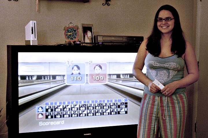 Wii Bowling Challenge:  Traci vs. Bo